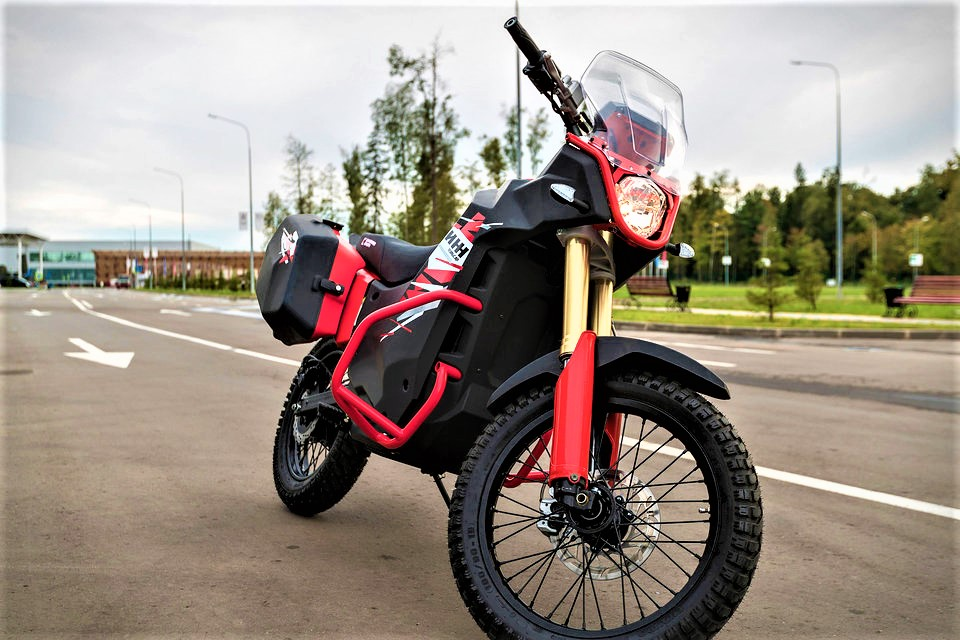 Kalashnikovs-UM-1-electric-adventure-bike-diagonal-shot